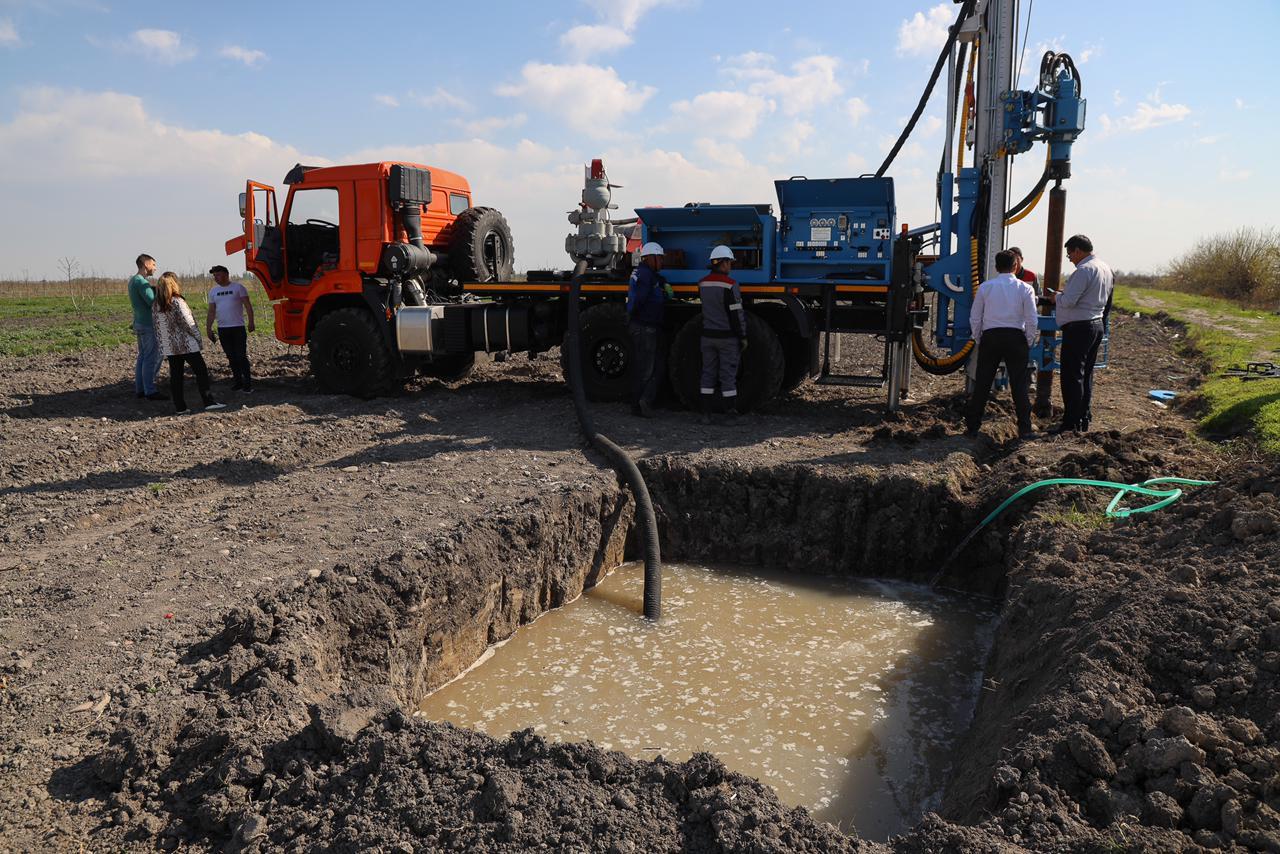 Завод «Стройдормаш» обеспечил министерство сельского хозяйства Узбекистана бурильными машинами  УРБ-51